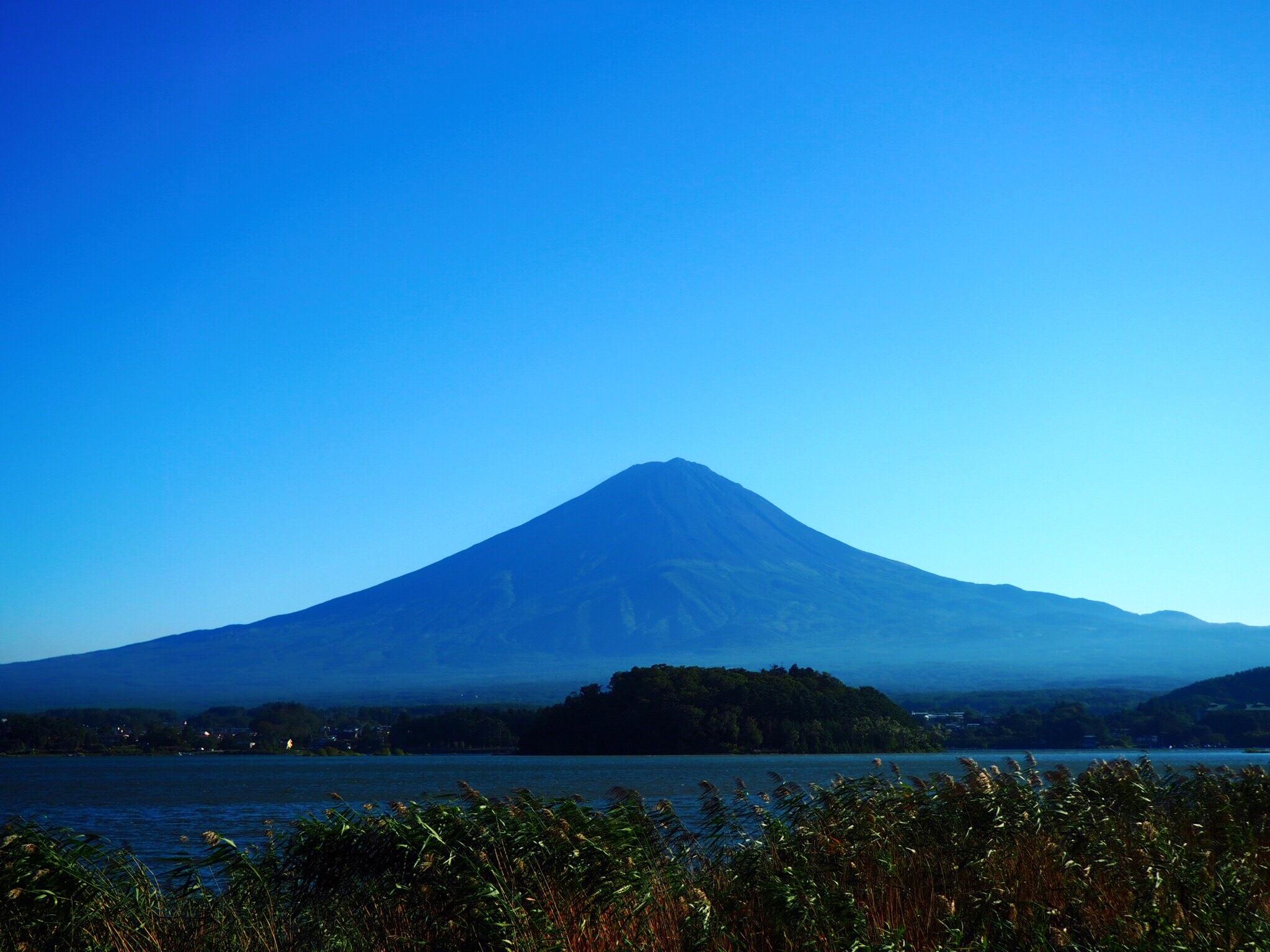 青空に浮かぶ富士山