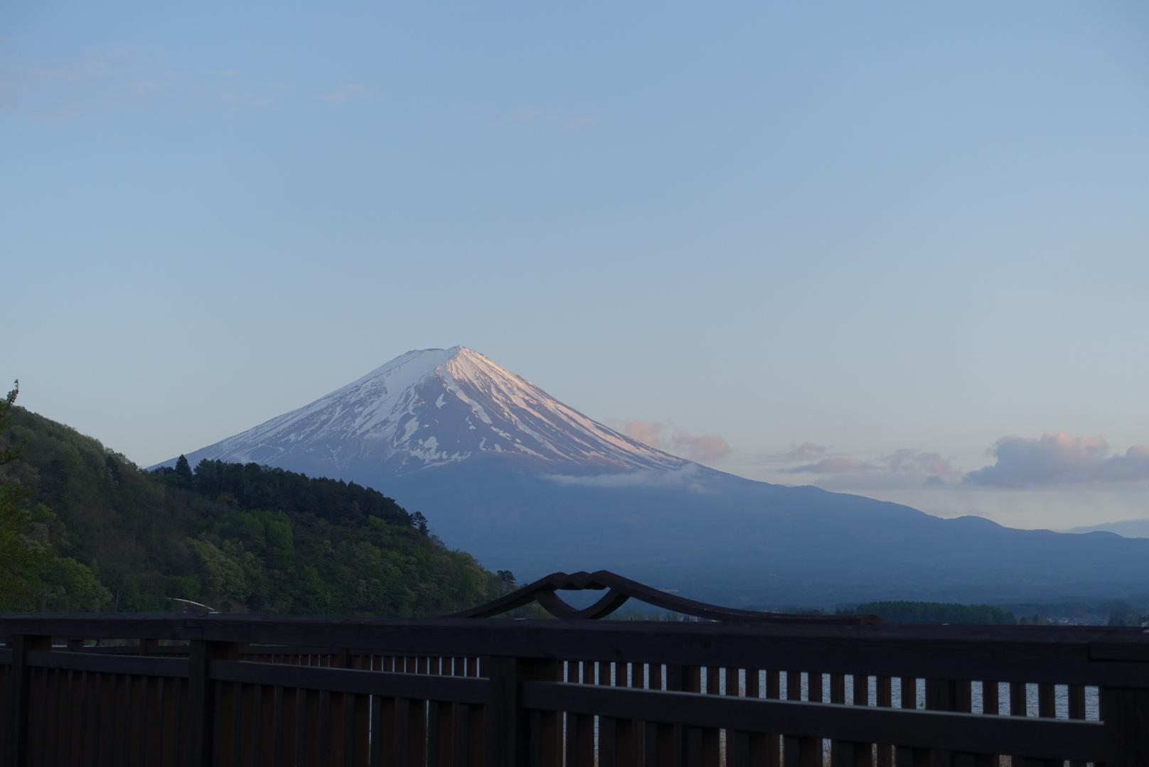 富士山の写真、夕暮れ時