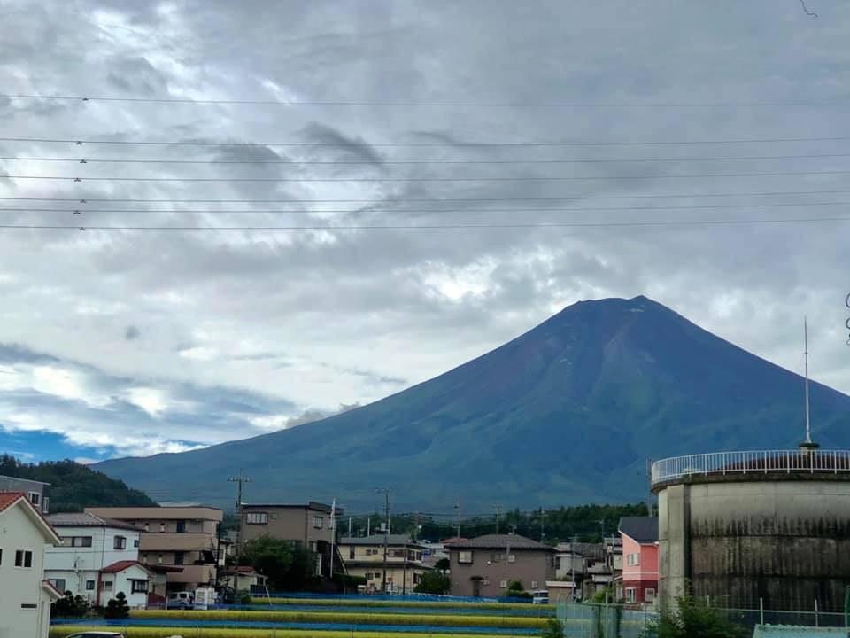 富士吉田市内から見た富士山