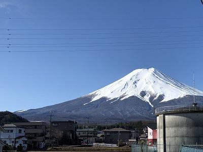 富士吉田市内からの富士山の写真