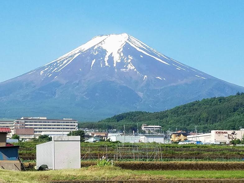 「富士山 曇り いらすとや」の画像検索結果