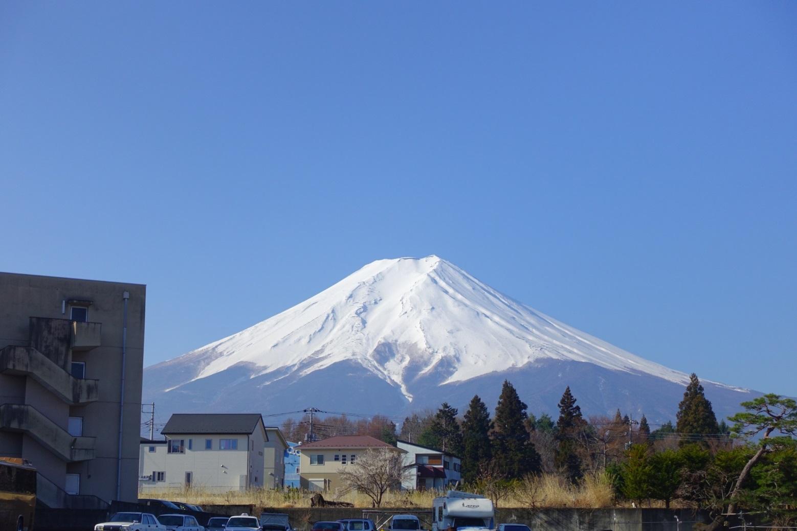 熊のような富士山の雪形